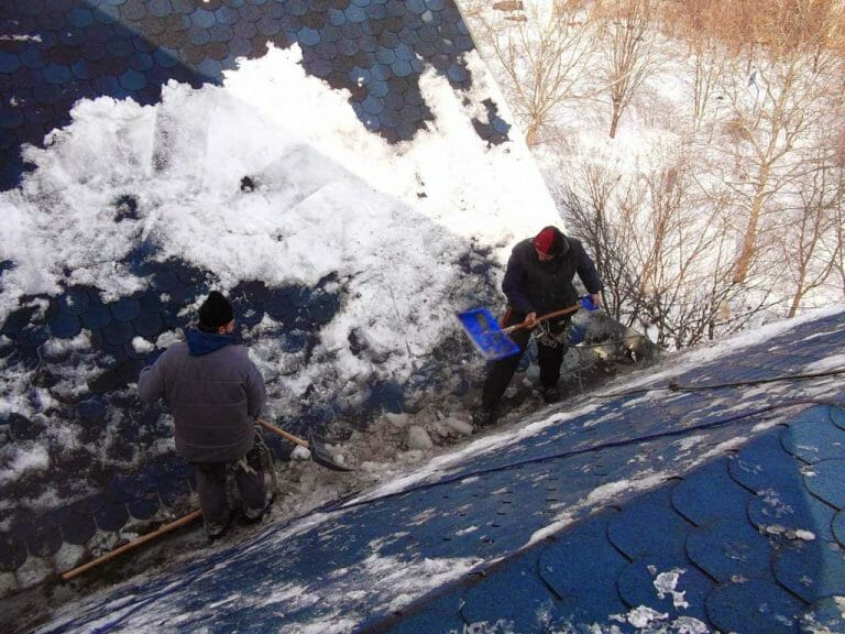 Ćišćenje snega i uklanjanje ledenica krovova zgrada
