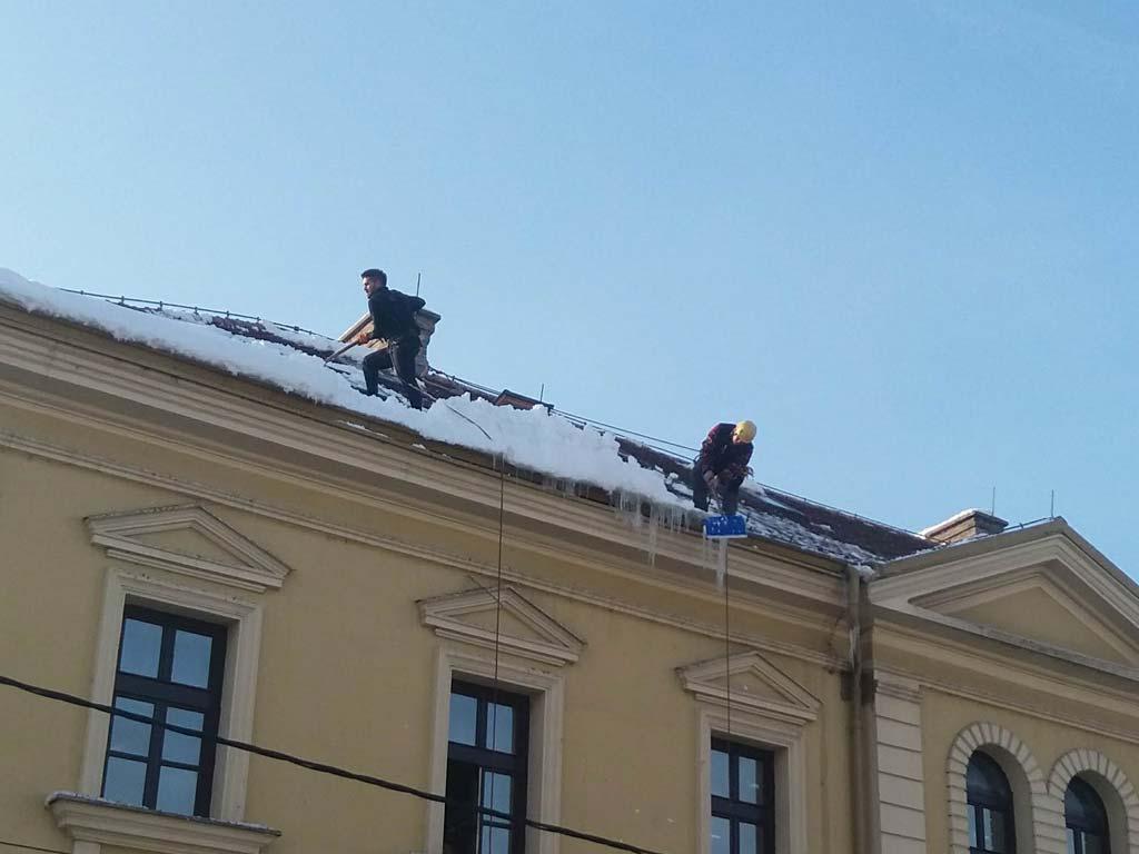 ciscenje-snega-sa-krova-u-beogradu